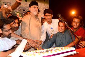 Dr Tahir-ul-Qadri cuts foundation-day cake of MSM