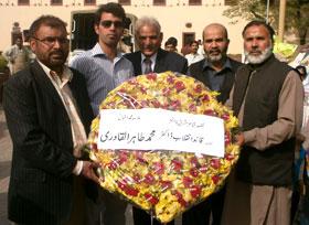 لاہور: پاکستان عوامی تحریک کے رہنماؤں کی یوم اقبال کے موقع پر مزار اقبال پر حاضری