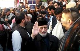 ڈاکٹر طاہرالقادری لاہور پہنچ گئے، ایئرپورٹ سے داتا دربار کیلئے روانہ