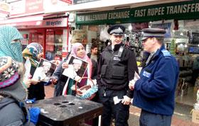 برطانیہ: ڈاکٹر محمد طاہرالقادری کے یوم پیدائش کے موقع پر تحائف کی تقسیم