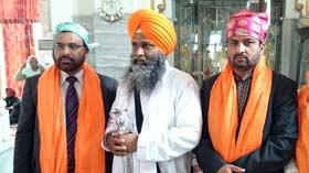 نیو دہلی (انڈیا): ڈائریکٹرانٹرفیتھ ریلیشنز کا بہائی فیتھ کی عبادت گاہ اور گوردواہ بنگلہ صاحب و رکاب سنگھ کا وزٹ
