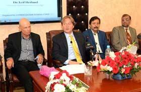لاہور: گلوبل آگاہی مشن USA کے چیئرمین ڈاکٹر لیف ہیٹلنڈ کا کالج آف شریعہ منہاج یونیورسٹی کا وزٹ