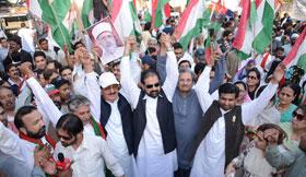 اپوزیشن جماعتوں کا لو ڈشیڈنگ کے خلاف لاہور پریس کلب کے باہر مشترکہ احتجاج