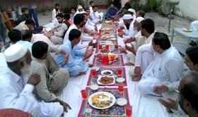 اسلام آباد: پاکستان عوامی تحریک پھل گراں کے ناظم کی طرف سے دعوتِ افطار