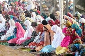 خواتین اعتکاف گاہ میں نماز جمعہ کا اجتماع