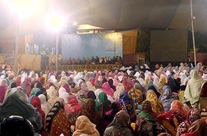 شہر اعتکاف 2015 : خواتین اعتکاف گاہ میں محفل ذکر و نعت کا انعقاد