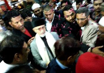 انڈیا: ڈاکٹر طاہرالقادری کا دہلی ایئرپورٹ پہنچنے پر شاندار استقبال