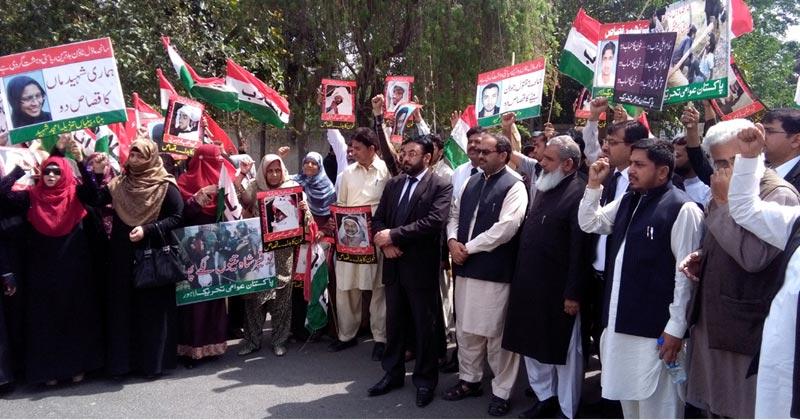 عوامی تحریک کی خواتین کا انسداد دہشتگردی کی عدالت کے باہر احتجاجی مظاہرہ، علامتی دھرنا