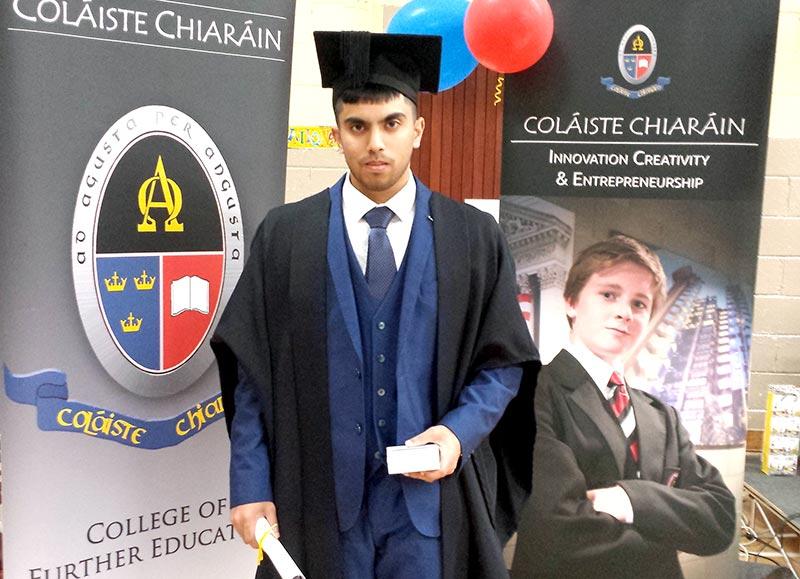آئرلینڈ: منہاج نعت کونسل کے رکن علی قادری کو گریجویشن کی تکمیل پر تہنیت