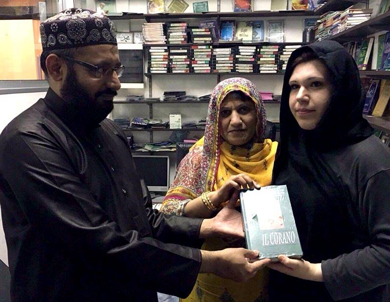 اٹلی: منہاج اسلامک سنٹر کارپی میں اطالوی خاتون کا قبولِ اسلام