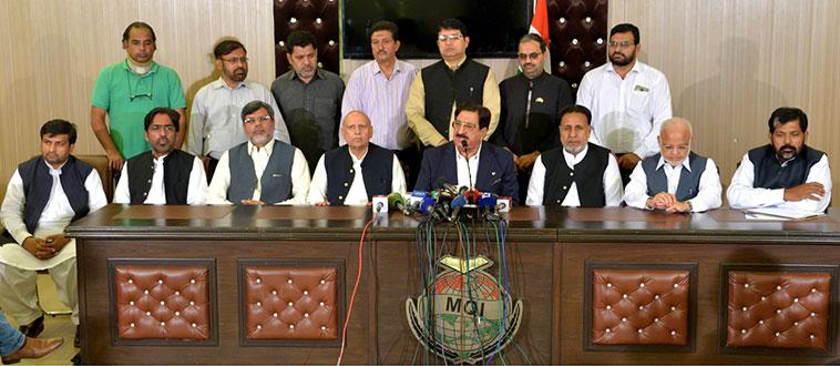عوامی تحریک کے سیکرٹری جنرل خرم نواز گنڈاپور، چودھری سرور کی مذاکرات کے بعد مشترکہ پریس کانفرنس