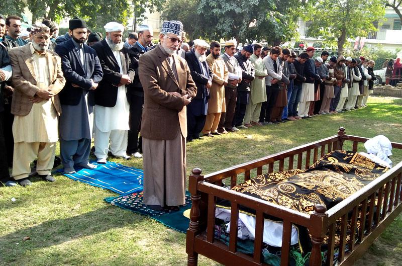 ڈاکٹر محمد طاہرالقادری نے عوامی تحریک کے رہنما نورالٰہی کی نماز جنازہ پڑھائی، عہدیداروں، کارکنوں کی بڑی تعداد میں شرکت