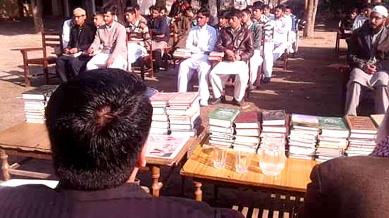 میرپور: جامعہ اسلامیہ کھڑی شریف کو ڈاکٹر طاہرالقادری کی کتب کا تحفہ
