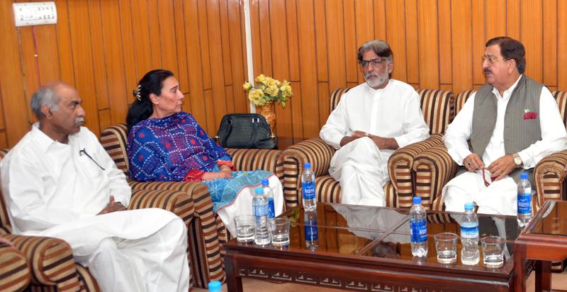 ناہید خان، صفدر عباسی کی قیادت میں وفد کی عوامی تحریک کے رہنماؤں سے ملاقات