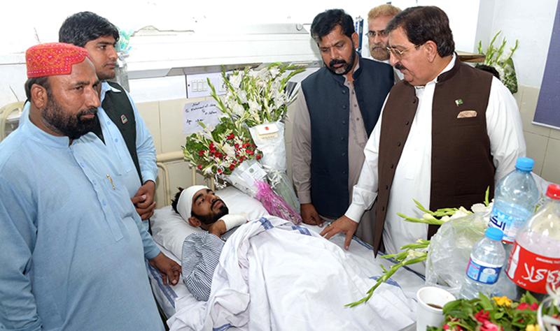 عوامی تحریک کے وفد کی جنرل ہسپتال میں لاہور دھماکے کے زخمیوں کی عیادت
