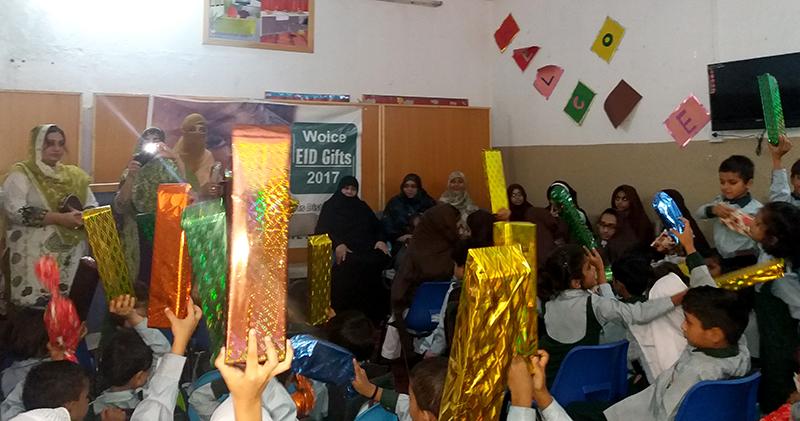 سیالکوٹ: آغوش گرائمر سکول (فار آرفن) میں عید گفٹ کی تقسیم