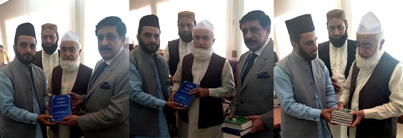 قومی سلامتی کے مشیر لیفٹیننٹ جنرل (ر) ناصر جنجوعہ کو ڈاکٹر محمد طاہرالقادری کی کتب کے تحائف