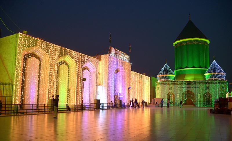 ربیع الاول کی آمد پر تحریک منہاج القرآن کے مرکزی سیکرٹریٹ پر چراغاں