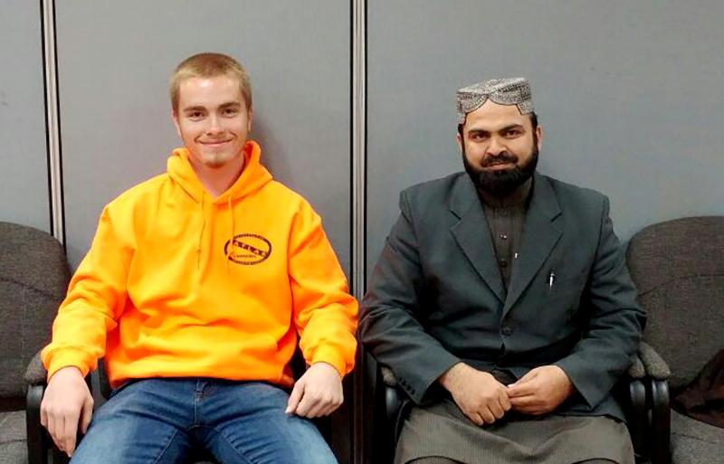 منہاج القران النور اسلامک سینٹر میں عیسائی نوجوان کا قبول اسلام