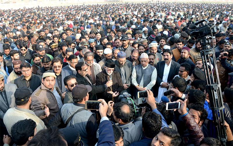 Dr Tahir-ul-Qadri leads funeral prayer of Shaheed Zainab, demands justice for her