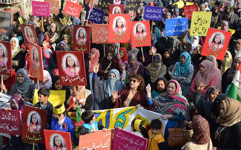 ویمن لیگ کی طرف سے لاہور پریس کلب کے باہر زینب کے قاتل کی گرفتاری کیلئے احتجاجی مظاہرہ