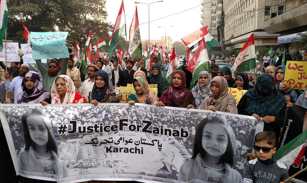 کراچی: پاکستان عوامی تحریک کا کراچی پریس کلب کے باہر ''جسٹس فار زینب'' کے لیے احتجاجی مظاہرہ