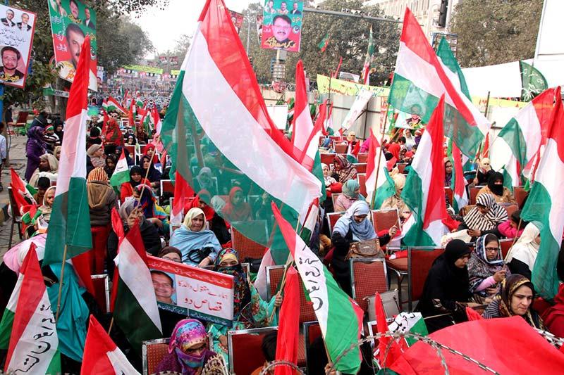 مال روڈ لاہور پر متحدہ اپوزیشن کا عوامی احتجاج شروع