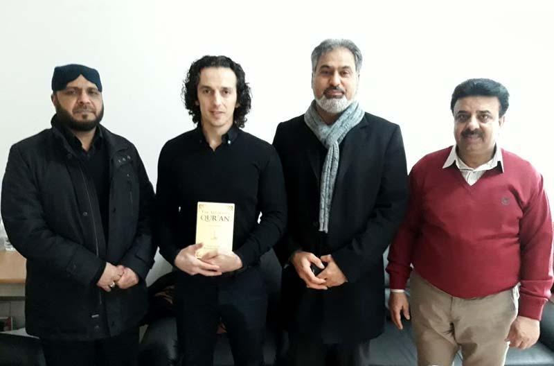 منہاج القرآن انٹرنیشنل برلن سنٹر پر پرتگالی انجینئر کا قبول اسلام