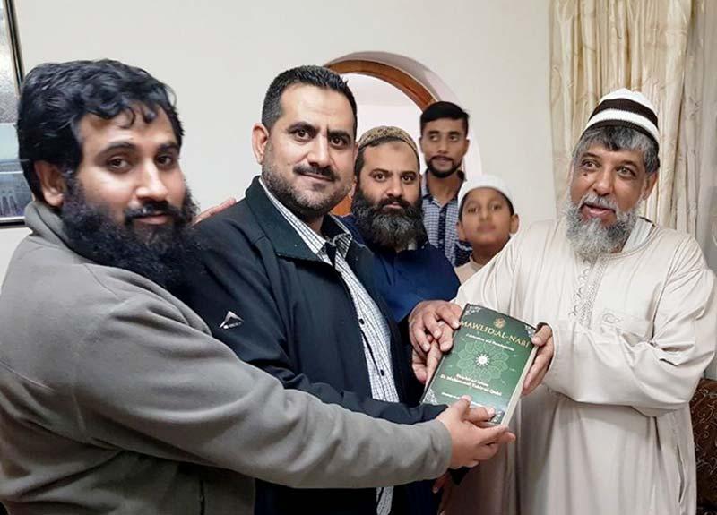 عوامی تحریک ساوتھ افریقہ کے عہدیداروں کی پریٹوریا مسلم ٹرسٹ کے ممبر احمد سے  ملاقات