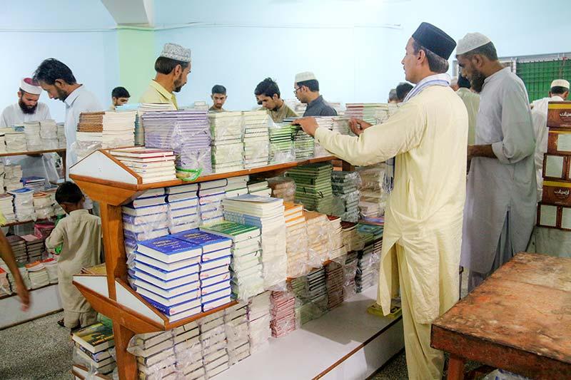 شہر اعتکاف میں منہاج پبلی کیشنز کا بک اسٹال و سیل سنٹر