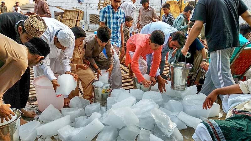 شہراعتکاف میں منرل واٹر اور ٹھنڈے پانی کے خصوصی انتظامات