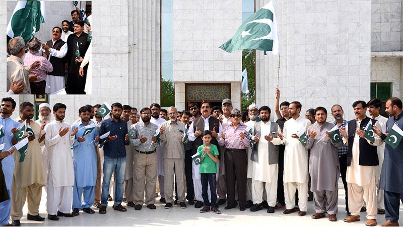 عوامی تحریک کے سیکرٹریٹ میں پرچم کشائی کی تقریب، ملکی سلامتی کیلئے دعائیں