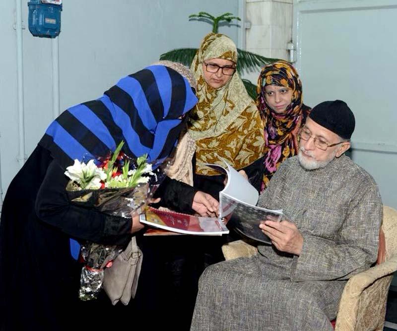 منہاج ویمن لیگ جہلم کی صدر صفیہ رفعت اور ناظمہ دعوت و تربیت مسز زین العابدین کی ڈاکٹر طاہرالقادری سے ملاقات