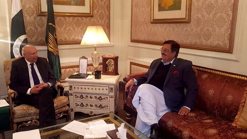خرم نواز گنڈاپور کی گورنر پنجاب چودھری محمد سرور سے ملاقات