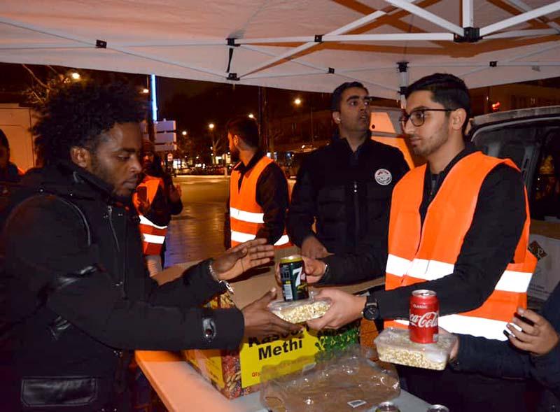 پیرس: منہاج ویلفیئر فاونڈیشن فرانس کے زیراہتمام مفت کھانے کی تقسیم
