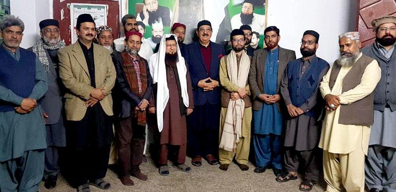 ملتان: خرم نواز گنڈاپور کی سجادہ نشین خانقاہ حامدیہ قاری ناصر میاں خان نقشبندی سے ملاقات