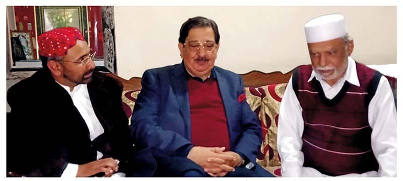 ملتان: خرم نواز گنڈاپور کی ضلعی صدر عوامی تحریک میجر محمد اقبال چغتائی کی عیادت