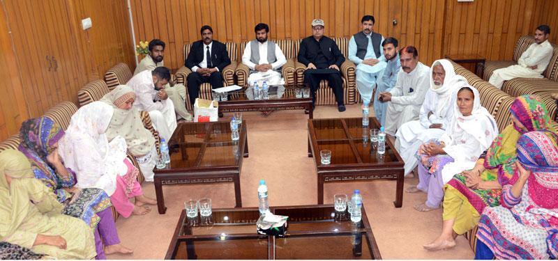 اسیران کے اہل خانہ کی منہاج القرآن سیکرٹریٹ میں مرکزی رہنماؤں سے ملاقات