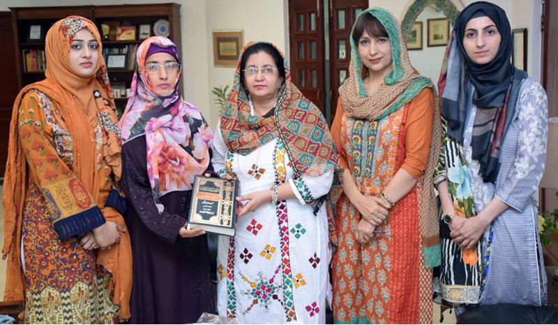 منہاج القرآن ویمن لیگ کے وفد کی وائس چانسلر لاہور کالج فار ویمن یونیورسٹی ڈاکٹر فرخندہ منظور سے ملاقات