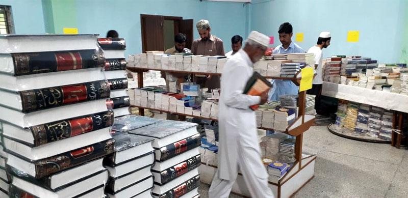 شہر اعتکاف میں منہاج القرآن پبلی کیشنز کا بک اسٹال