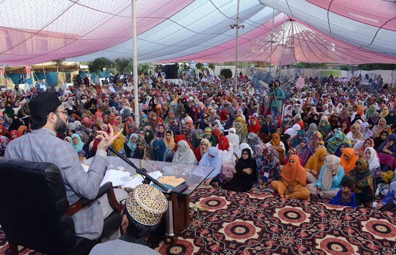 خواتین شہر اعتکاف میں ڈاکٹر حسن محی الدین قادری کا تربیتی نشست سے خطاب