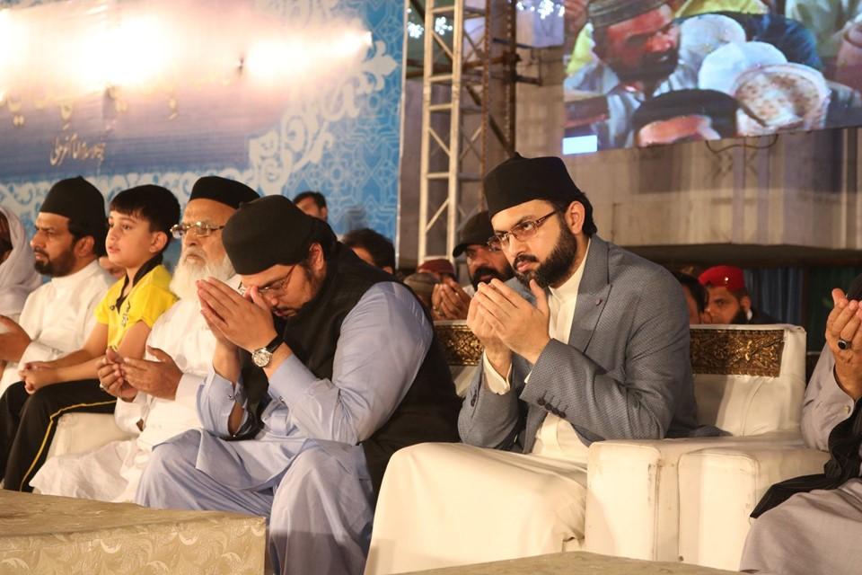 شیخ الاسلام ڈاکٹر محمد طاہرالقادری کی خصوصی دعا کیساتھ شہراعتکاف کا اختتام، عید کی مبارکباد