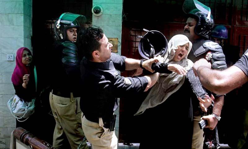 ایس پی مجاہد فورس عبدالرحیم شیرازی نے عاصم حسین کو ایس ایم جی کا برسٹ مار کر شہید کیا