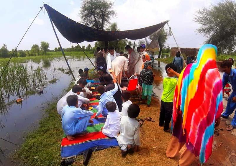 سرگودھا: دریائے جہلم کے کنارے منہاج ویلفیئر فاؤنڈیشن کا امدادی کیمپ