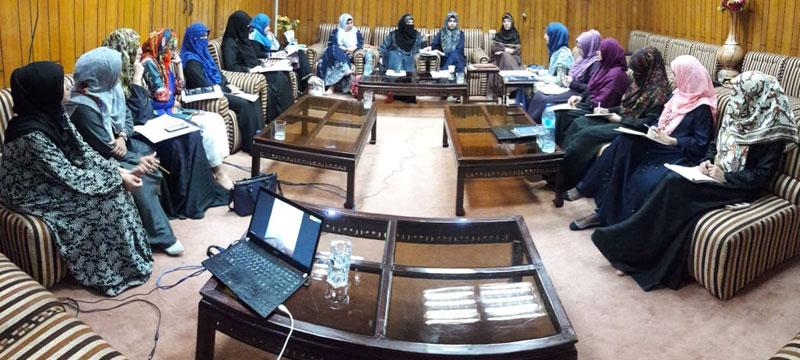 پاکستانی خواتین انفرادی اور اجتماعی طور پر ملکی استحکام کےلئے کردار ادا کریں: فرح ناز