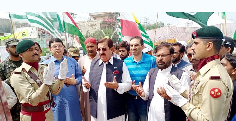 پاکستان عوامی تحریک کے وفد کی یادگار شہداء باٹاپور پر حاضری
