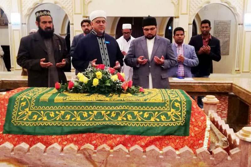 کیپ ٹاؤن: ڈاکٹر حسین محی الدین قادری کی صوفی بزرگ شاہ عبداللطیف قادری کے مزار پر حاضری