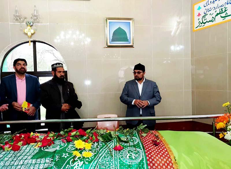 کیپ ٹاون: ڈاکٹر حسین محی الدین قادری کی حضرت محمد یوسف رحمۃ اللہ علیہ کے دربار پر فاتحہ خوانی