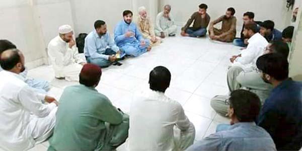 کراچی: مظہر محمود علوی کی لیاری ٹاؤن کے نوجوانوں سے ملاقات