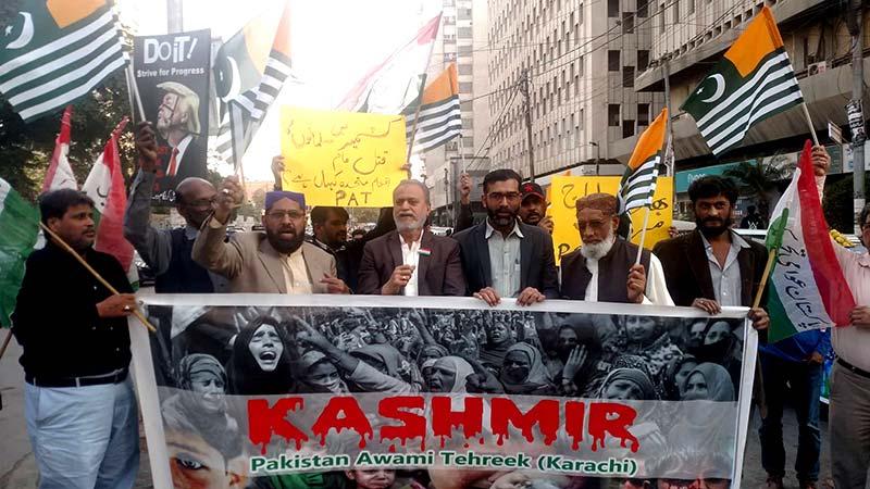 عوامی تحریک کراچی کے زیراہتمام کشمیریوں سے اظہار یکجتی کے لیے مظاہرہ